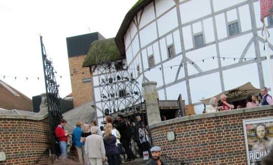 shakespeare globe exterior