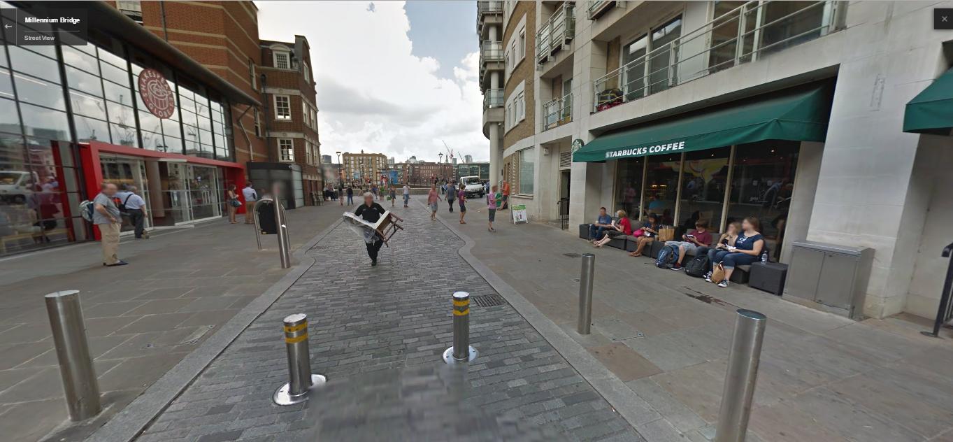 starbucks junto al Globe, streetview 2