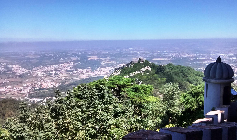 vista de Castillo dos Mouros desde terraza de Palacio.jpg